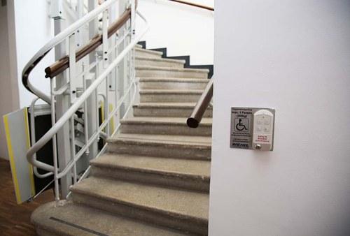 """Von hier aus gelangen Sie in den 1. Stock, wo Sie sich die Ausstellung """"Egon Schiele privat"""" anschauen können."""